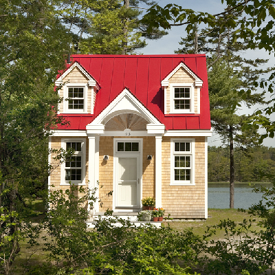 E - Oceanside Retreat stands right at water's edge, in Freeport, Maine. (Creative Cottages)