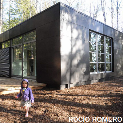 This LVM modern home, shown with grey cladding, offers 693 sq. ft. Its kit may be ordered via the architect. (Rocio Romero)