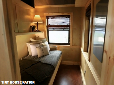 Software integrator David has his own office and desk, which transforms into a guest bed as needed. (Tiny House Nation)